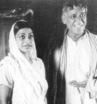 Leela (Aysha Dharker) and Ramlogan (Om Puri)