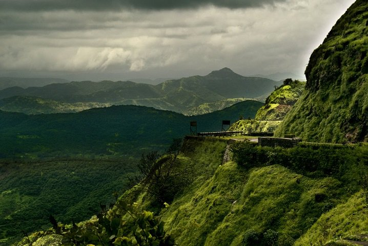 10 Adventurous Monsoon Trekking Experiences around Mumbai & Pune