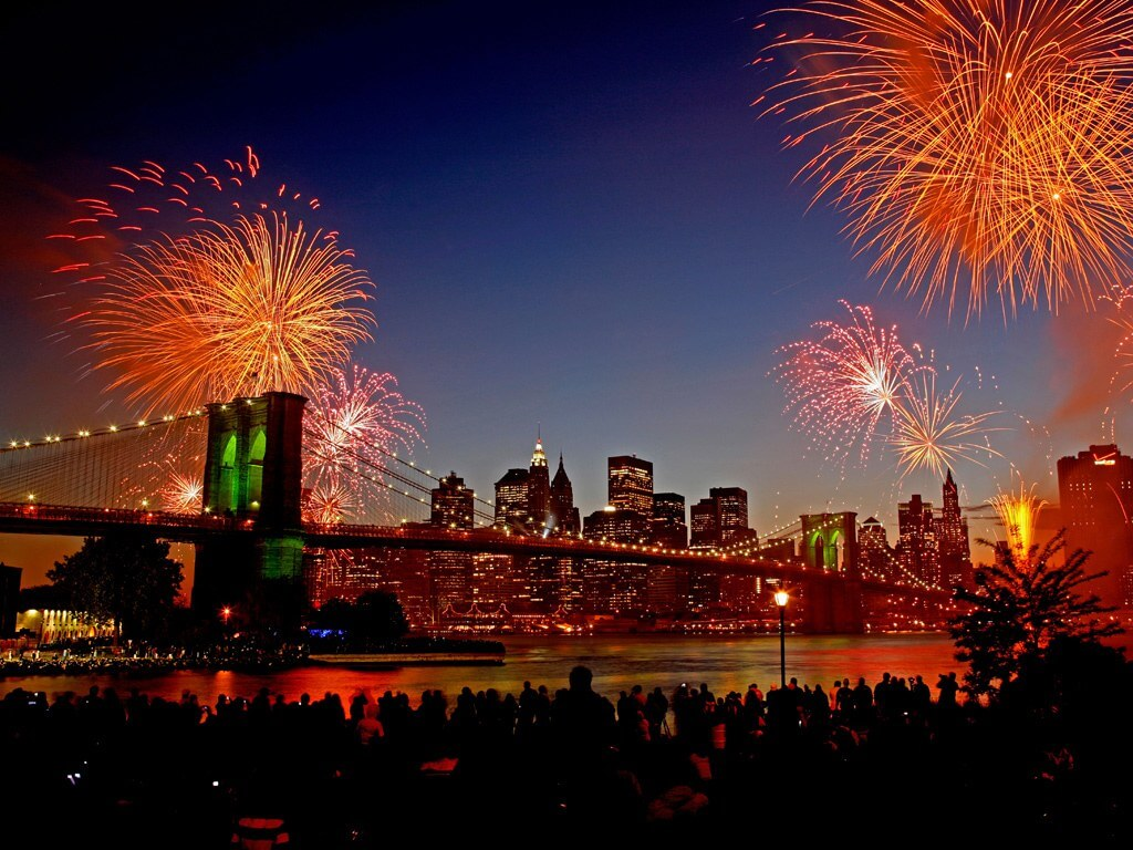 new year fireworks in nyc, brooklyn bridge