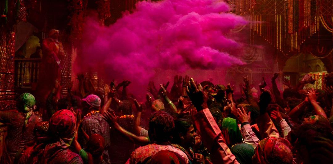 Lathmar Holi, Nandgaon Mathura Style!